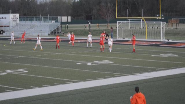 Edwardsville defeats Cor Jesu in a defensive battle