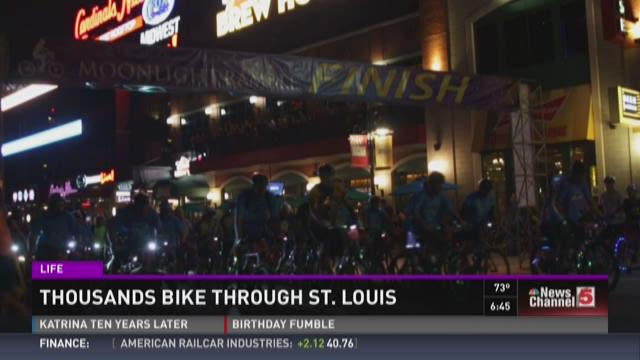 Thousands bike through St. Louis